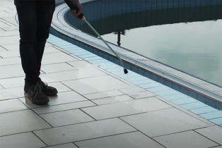 Pulizia bordo piscina con Idropulitrice IPC ad acqua calda 2