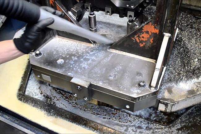 Aspirazione oli e trucioli in macchine utensili con aspiratore Delfin Tecnoil